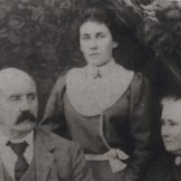 Herbert Davis, Vera and Emily Davis (Wilson).jpg
